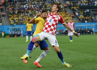 Ivan Perisic battling for the ball with Neymar.
