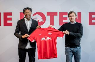 Mohamed Simakan (left) with now former RB Leipzig sporting director Markus Krösche.