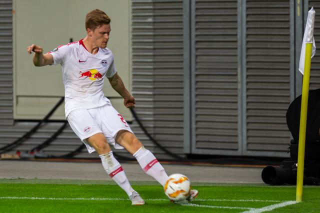 Marcel Halstenberg swinging in a corner for RB Leipzig.