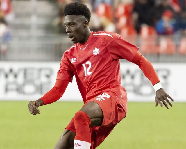 Alphonso Davies exits with suspected ankle injury early in Bayern Munich win