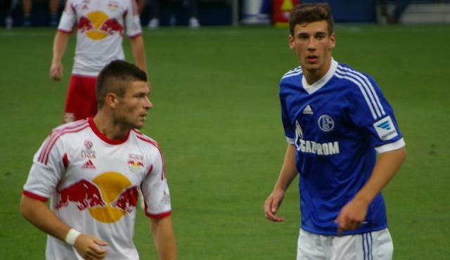 Schalke's Leon Goretzka (to the right).