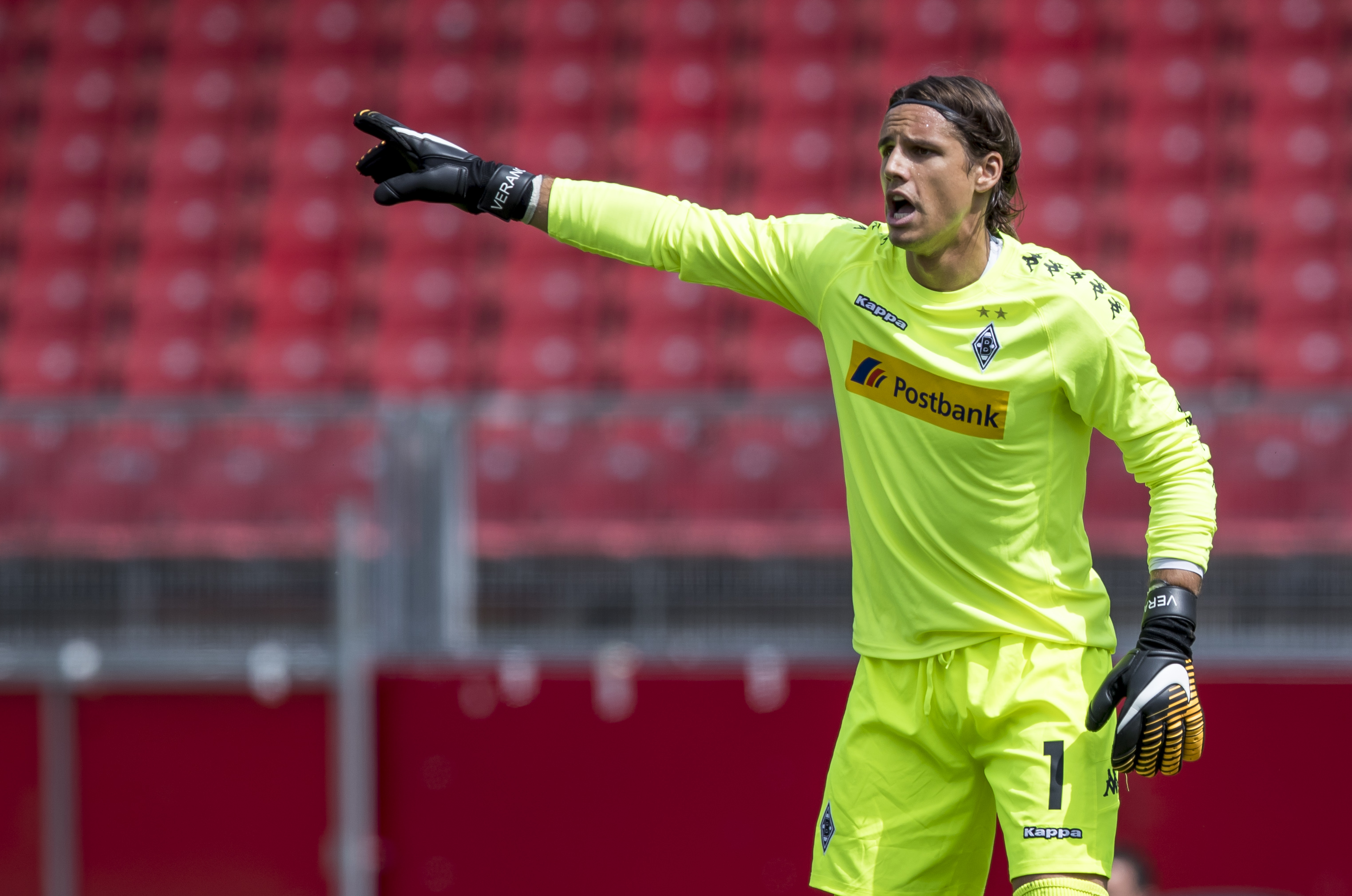 Official Yann Sommer Signs New Gladbach Deal